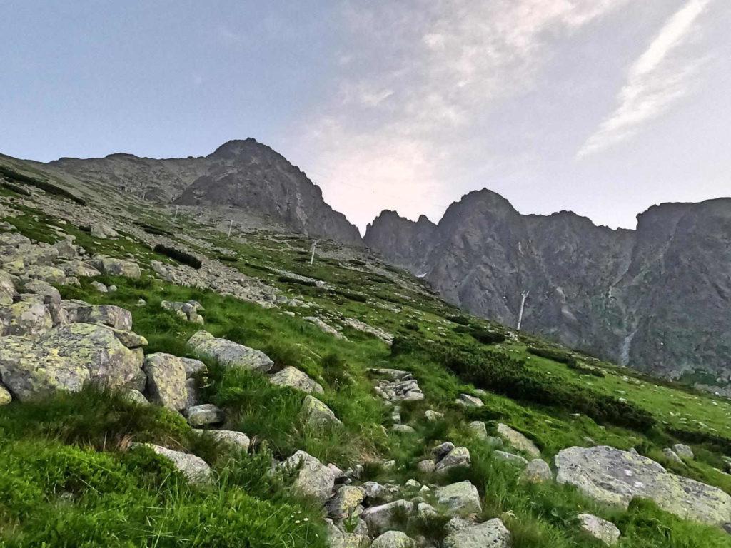 Droga na Łomnicką Przełęcz