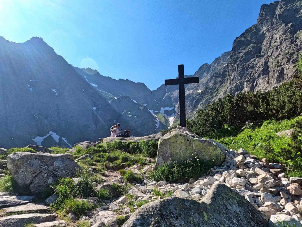 Czarny Staw pod Rysami, krzyż