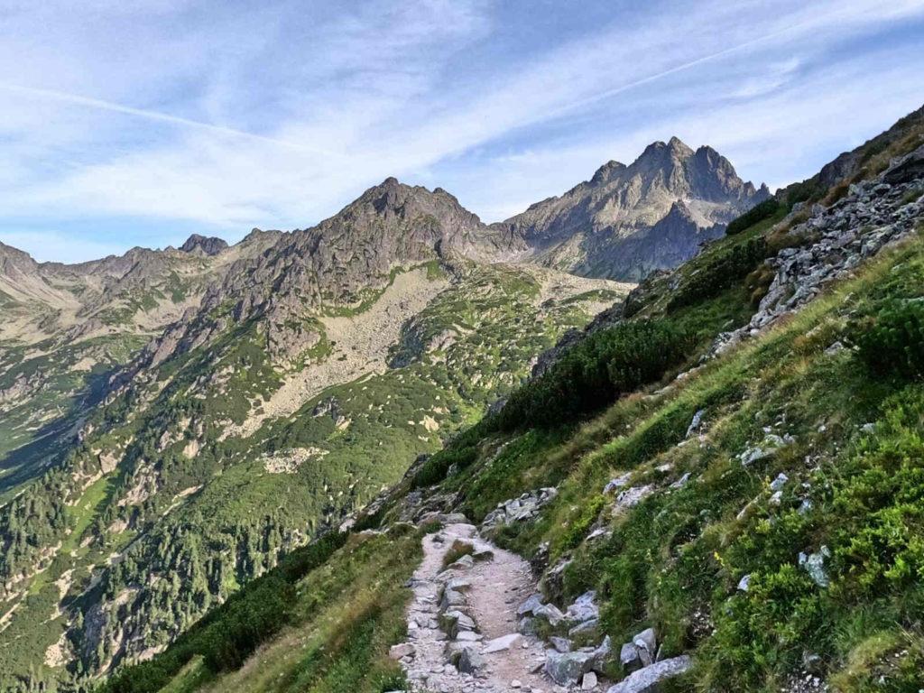 Zejście z Przełęczy pod Osterwą