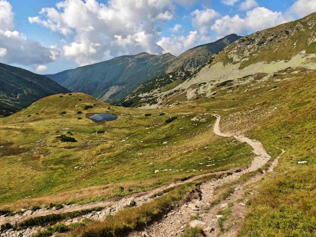 Zejście z Żarskiej Przełęczy